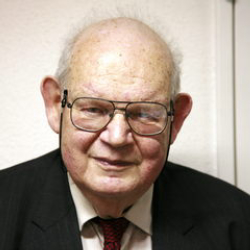 Author Benoit Mandelbrot