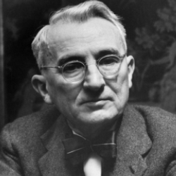 Author Dale Carnegie