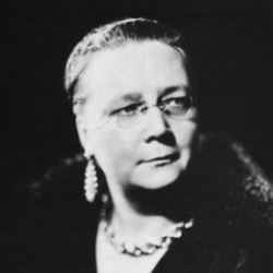 Author Dorothy L. Sayers