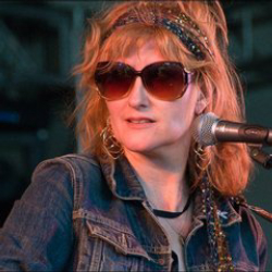 Author Eddi Reader