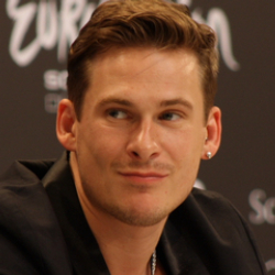 Author Lee Ryan
