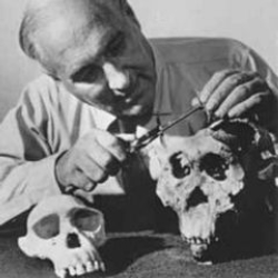 Author Louis Leakey