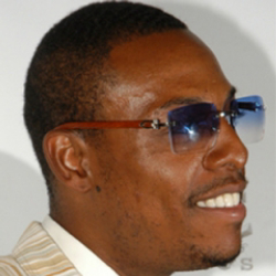 Author Paul Pierce