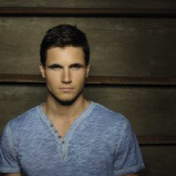 Author Robbie Amell