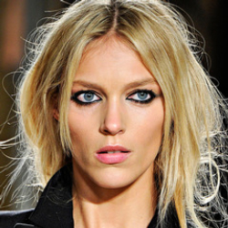 Author Anja Rubik