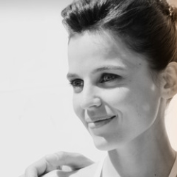 Author Elena Anaya