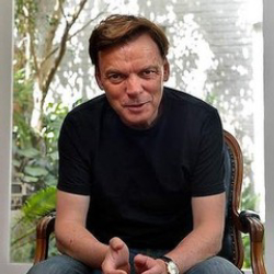 Author Graeme Simsion