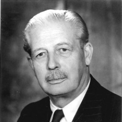 Author Harold MacMillan