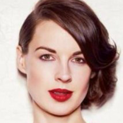 Author Jessica Raine