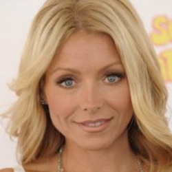 Author Kelly Ripa