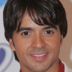 Author Luis Fonsi