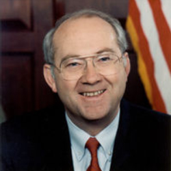 Author Phil Gramm