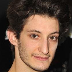 Author Pierre Niney