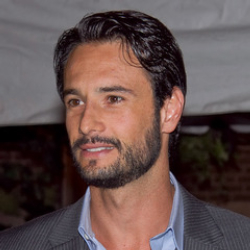 Author Rodrigo Santoro