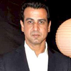 Author Ronit Roy