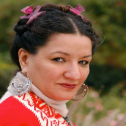Author Sandra Cisneros