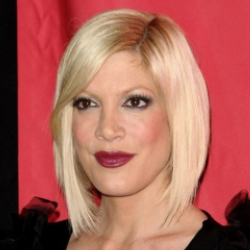 Author Tori Spelling